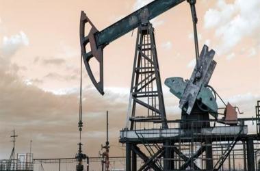 وسط شح المعروض.. تراجع أسعار النفط بعد موجة صعود