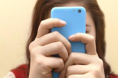 استخدام الهاتف 17 دقيقة يوميًا يرفع خطر الإصابة بالسرطان لـ 60%