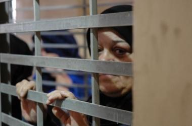 34 أسيرة في سجون الاحتلال من بينهن 8 أمهات و7 مريضات.. و16 ألف معتقلة منذ 1967