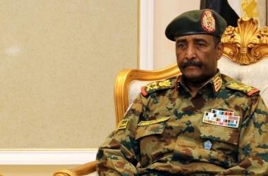 """""""البرهان"""" يقررحل النقابات والاتحادات المهنية.. وانقطاع الاتصال في السودان"""