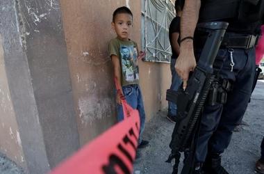 غضبة خال.. اقتحم مدرسة بسلاح ناري للدفاع عن ابن أخته