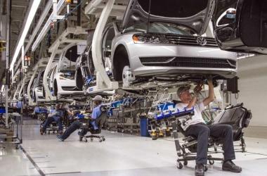 متخصص: الصين تملك مخزونا يغطي صناعة السيارات حتى 2025