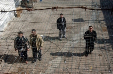ملف الأسرى بساحة غزة يطالب بإنقاذ الأسرى المضربين عن الطعام