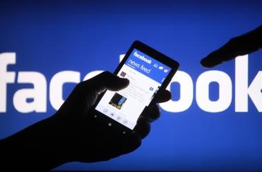 فيديو | خبير معلوماتي يكشف سبب تعطل خدمات فيسبوك وواتساب