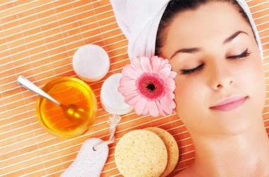 لبشرة متوهجة ولامعة.. 9 فوائد سحرية للعسل