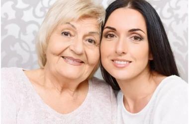 على طريقة الأمهات والجدات.. حيل بسيطة للحصول على بشرة مثالية