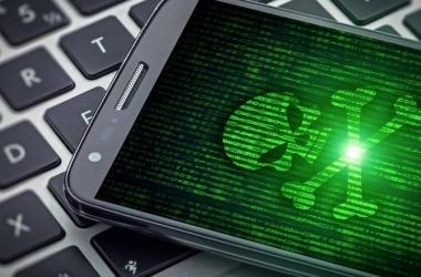 تحذير خطير.. فيروس يخترق أكثر من 200 تطبيق ويسحب الرصيد
