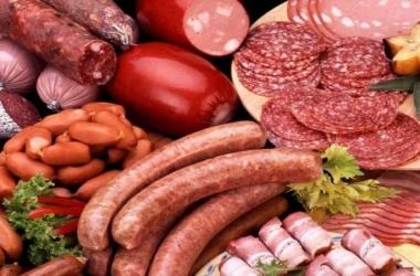 احذروا اللحوم المصنعة.. قد تتسبب في مرض خطير
