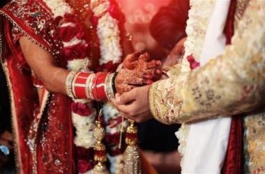 كوكب الهند| باع زوجته لشراء هاتف.. والشرطة تفشل في استردادها