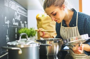 لا تخلو منها مائدة مصرية.. 10 أطعمة تصبح مسرطنة عند إعادة تسخينها