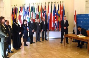 رئيس الوزراء يوقع مذكرة تفاهم مع السكرتير العام لمنظمة التعاون الاقتصادي