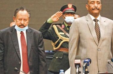 السودان| البرهان يكشف عن مكان حمدوك: ضيف في منزلي وليس معتقلًا